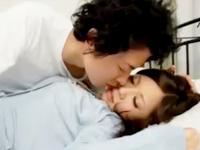 ムータン 家事でお疲れの若妻さんがベッドで仮眠中に性欲ムラムラしちゃった息子が夜這いしてきてアチコチ弄られてるうちに目が覚めたけど禁断の快楽に身を委ねてそのまま近親相姦セックス erovideo女性専用無料エロ動画