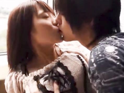 タツ 明るい光が差し込む清潔感のあるホテルの窓際で優しいイケメン男性にキスから始まる丁寧なリードで徐々にウットリ感じちゃう姿が可愛すぎる美少女 erovideo 女性専用無料エロ動画