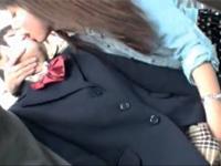 【レズ】可愛い年下女子が大好きなレズビアンのOLお姉さんが朝の混雑したバス内で通学中の女子校生にエッチな痴女行為 FC2 女の子のための無料H動画