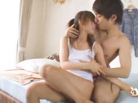 鈴木一徹 キスで起こしたイケメン夫に朝から迫られてラブラブエッチしちゃうスタイル抜群で可愛い巨乳妻 FC2女の子のための無料 H 動画