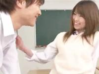 鈴木一徹 前から気になってたクラスメイトのイケメン男子に教室で迫られると照れながらも嬉しそうな可愛い女子校生のドキドキイチャラブエッチ JavyNow女の子のための無料 H 動画