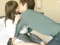 鈴木一徹 年上のイケメンお兄さんに優しくキスされながらエスコートされて気持ちよくされちゃう超可愛いスレンダーJKのラブラブエッチ JavyNow女の子のための無料 H 動画