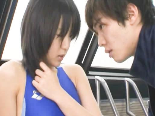 鈴木一徹 プールサイドで水泳選手の女の子がイケメン顔の若いコーチの指導と称して水着姿のままカラダ中を触られエッチなことされちゃう 七海なな FC2 女性向け無料アダルト動画