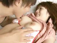 鈴木一徹 癒し系の大人しそうな彼女がホテルで可愛いビキニに着替えてる姿にムラムラと欲情しちゃったイケメン彼氏がエッチなちょっかい出し始めてラブラブSEXに発展 JavyNow 女性向け無料アダルト動画