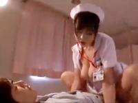 鈴木一徹 足の怪我で入院中のイケメン男性患者の上にまたがり巨乳を揺らしながら夢中で腰を上下させる痴女ナースのイケナイH裏アゲサゲ女性専用安心安全無料アダルト動画