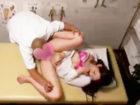 卑猥な手付きのマッサージで女性客のOLお姉さんにキワドイ所まで刺激してスーツを脱がしながらセックスに持ち込むスケベな整体師 erovideo 女の子のための無料H動画