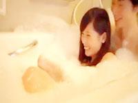 ムータン ふわふわ泡のお風呂でイチャイチャしながら愛撫してからベッドに移動して激しく腰を振り合っちゃうラブラブカップルの胸キュンな濃厚エッチ 裏アゲサゲ女性専用無料エロ動画