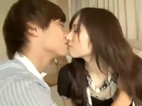 鈴木一徹 イケメン青年の爽やかなキスから始まって次第に身体を火照らせていく色白で清楚系な女の子の美男美女セックス ShareVideos 女の子のための無料H動画