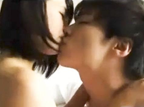 鈴木一徹 純白のシーツを乱すくらいラブラブに愛し合った後にイケメンな彼に優しく髪を撫でられながら幸せそうに身を寄り添う彼女 XVIDEOS 女性のための無料アダルト動画