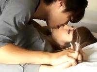 鈴木一徹 イケメン彼氏が可愛く甘えてくるから微笑みながら抱き寄せてチューしてあげる可愛い彼女とのラブラブなお昼エッチ 裏アゲサゲ 女の子のための無料H動画