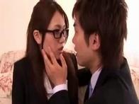 鈴木一徹 イケメンな若手社長に見初められて美形でマジメな眼鏡の似合う秘書のお姉さんがオフィスでセクハラHされちゃう erovideo 女性のための無料アダルト動画