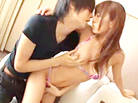 タツ 健康的に日焼けしたビキニの美少女とイケメンお兄さんがイチャつきながらホテルで密着ラブラブSEX erovideo 女性向け無料アダルト動画